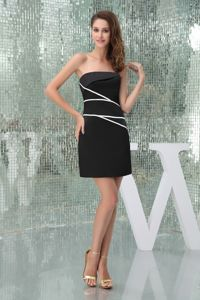 Elegant Satin Black Strapless Short Prom Dresses with White Streak