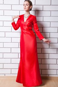 Red Long Sleeves V-neck Column Prom Outfits with Silt in Walsenburg