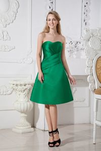 A-line Sweetheart Knee-length Satin Ruched Prom Gown in Green in Benalla