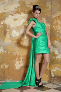 Graceful Watteau Train Green Prom outfits with Hand Made Flowers