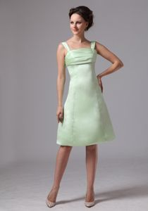 Simple Apple Green Straps Knee-length Dress for Prom with Ruches in Doss