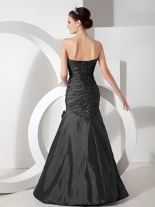 Black Ruched Sweetheart Mermaid Floor-length Prom Attires with Beading