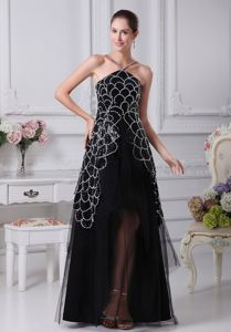 Tulle V-neck Floor-length Black Prom Attire with Appliques in Dillingham
