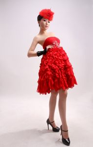 Special Red Strapless Ruched Knee-length Junior Prom Dresses with Ruffles