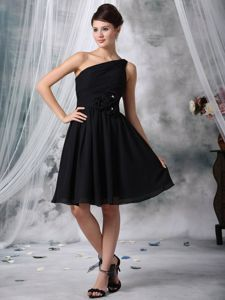 Modest Black One Shoulder Knee-length Informal Prom Dress with Flowers
