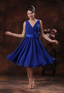 Cute Royal Blue Ruched V-neck Knee-length Junior Prom Dress with Flowers