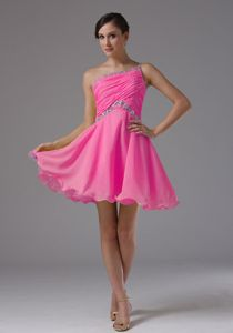 Latest Hot Pink One Shoulder Short Prom Dress with Ruching and Beading