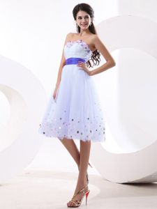 Shawinigan White Prom Dresses with Colorful Sequins and Purple Sash