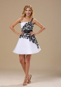 Embroidery One Shoulder Sash Black and White Mini-length Prom Dress