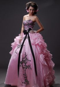 Extravagant Baby Pink Ball Gown Formal Prom Dresses with Black Appliques