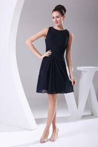 low Price Chiffon Navy Blue Short Prom Dress with Beaded Round Neck