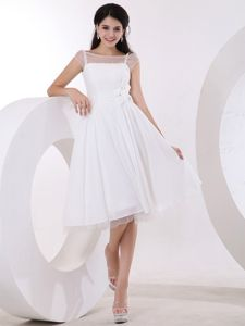 Special White Bateau Knee-length Semi-formal Prom Dresses with Flowers