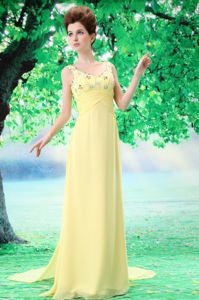 Graceful V-neck Empire Prom Attire with Watteau Train in Yellow in Adel