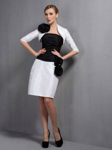 Turn Heads Strapless Black and White Short Prom Outfits with Handmade Flowers