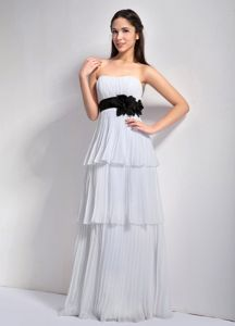 Discount Strapless Floor-length Pleated White Prom Outfits with Flowers