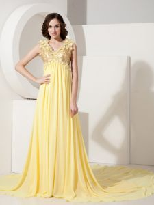 Perfect Light Yellow V-neck Court Prom Dresses with Sequin and Flowers