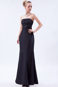 Simple Navy Blue Strapless Floor-length Prom Outfits with Ruches in Monee