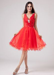 Red V-neck Knee-length Dresses for Formal Prom with Beading in Hustisford