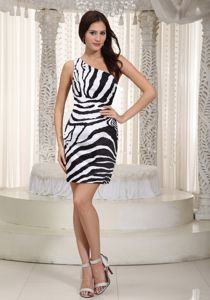 White and Black Sheath Mini-length Prom Outfits with One Shoulder in Campbell