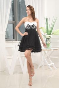 Cute Appliqued Beaded Black and White Mini Prom Outfits for Cocktail Party