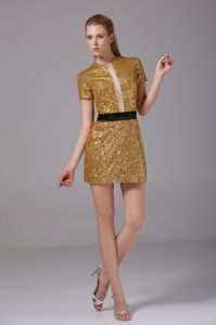 Shimmery Gold Sequin Mini Prom Attire with Round Neck and Short Sleeves