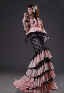 Breathtaking Two-toned Ruffled Layers Prom Dress with Lace Accent